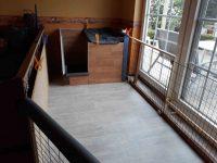 Die Wurfbox in der Ecke des Welpenauslaufs